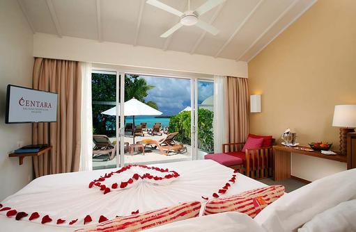 Ocean Front Beach Villa, Dekoration, Blütenherz, Centara Ras Fushi Resort & Spa, Maldives