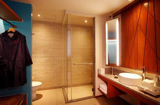 Deluxe Water Villa, Badezimmer, Centara Ras Fushi Resort & Spa, Maldives