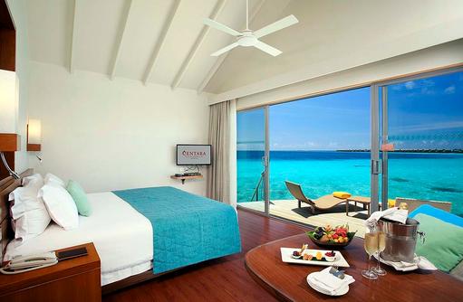 Deluxe Water Villa, Schlafzimmer mit Meerblick, Centara Ras Fushi Resort & Spa, Maldives