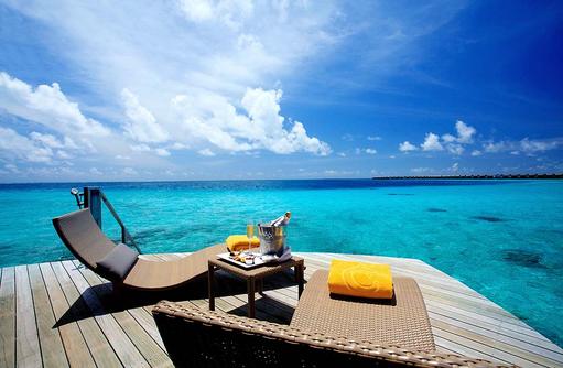 Deluxe Water Villa, Sonnendeck, Champagner, Centara Ras Fushi Resort & Spa, Maldives