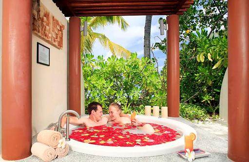 Spa, Romantisches Blütenbad zu zweit, Centara Ras Fushi Resort & Spa, Maldives
