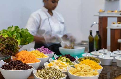 Buffett, Cinnamon Dhonveli Maldives