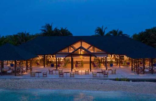 Restaurant bei Nacht, Cinnamon Dhonveli Maldives
