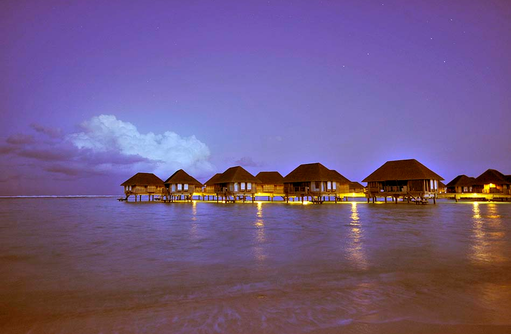 Suiten,Over Water, Beluchtung am Abend, Club Med Kani, Maldives