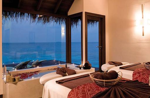 Massage bei Kerzenschein im Coco Spa, Coco Bodu Hithi, Maledives