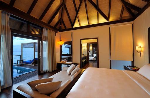 Luxusbett mit Ausblick auf den Indischen Ozean, Coco Bodu Hithi, Maledives