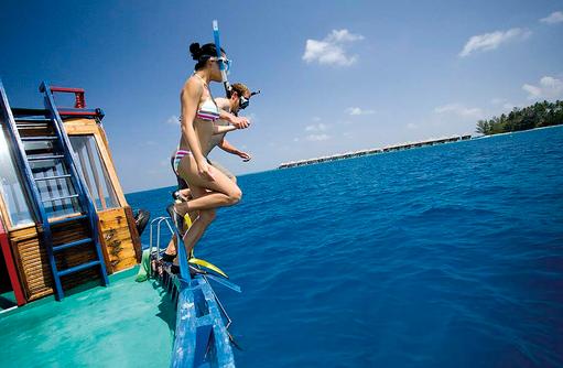 Schnorchelausflug, Sprung ins Nass, Coco Bodu Hithi, Maledives