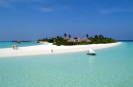 Strand mit Segelboot, Coco Palm Dhuni Kolhu, Malediven