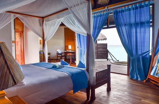Ausblick vom Bett einer Lagoon Villa, Coco Palm Dhuni Kolhu, Malediven