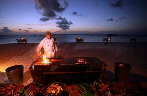 Grillen beim Beach BBQ, Coco Palm Dhuni Kolhu, Malediven