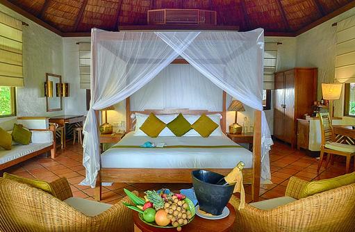 Obst und Champagner zur Begrüßung in einer Deluxe Villa, Coco Palm Dhuni Kolhu, Malediven