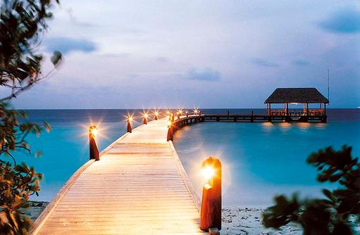 Ankunftsteg bei Nacht, Arrival Jetty, Cocoa Island by Como, Malediven