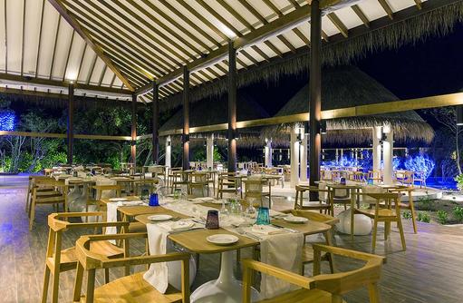 Tische im Ocotpus Restaurant, Cocoon Maldives