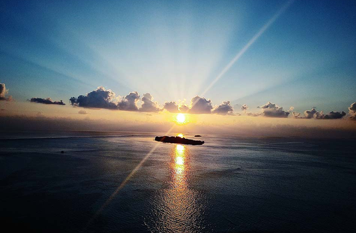 Die Insel bei Sonnenuntergang, Cocoon Maldives