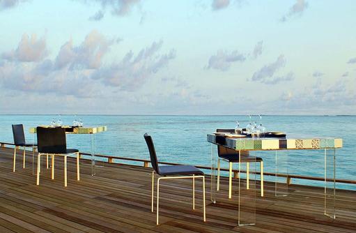 Tische im Manta Restaurant, Cocoon Maldives