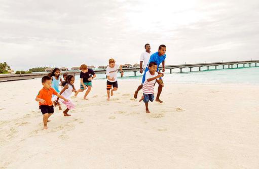 Kinder am Strand, COMO Maalifushi, Maldives