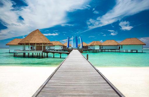 Steg zu den Wasservillen, COMO Maalifushi, Maldives