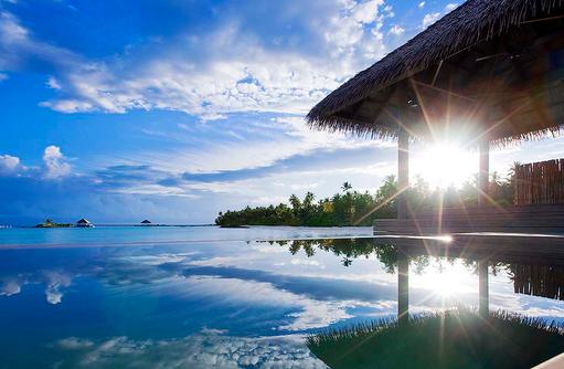 Water Villa Pool mit Sonnenstrahlen, COMO Maalifushi, Maldives