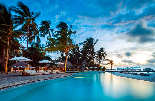 Pool bei Abenddämmerung, COMO Maalifushi, Maldives