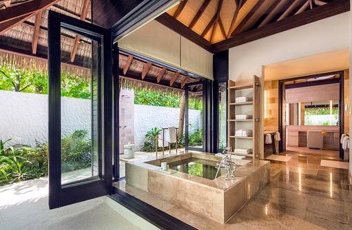 Badezimmer der Beach Suite, COMO Maalifushi, Maldives