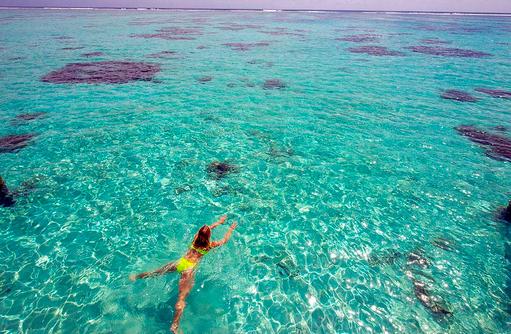 Schwimmen im Meer, Conrad Maldives Rangali Island, Maldives