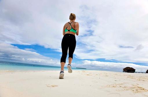 Fitness, Joggen am Strand, Conrad Maldives Rangali Island, Maldives