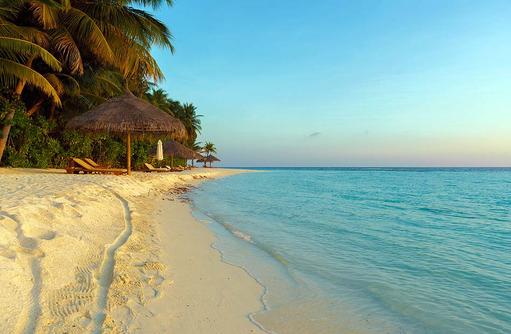 Strand bei Sonnenuntergang, Conrad Maldives Rangali Island, Maldives