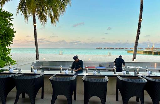 Koko Grill Restaurant, Vorbereitung für das Dinner, Conrad Maldives Rangali Island, Maldives
