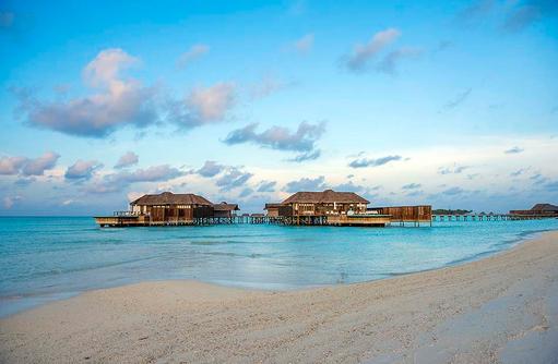 Sunset Water Villa, Blick vom Strand, Conrad Maldives Rangali Island, Maldives