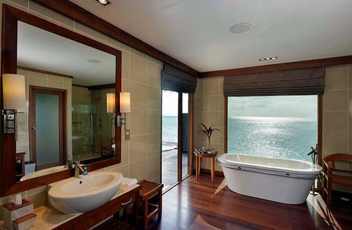 Deluxe Water Villa, Badezimmer, Badewanne, Conrad Maldives Rangali Island, Maldives