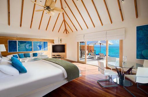 Premier Water Villa, Schlafzimmer, Wohnzimmer, Conrad Maldives Rangali Island, Maldives