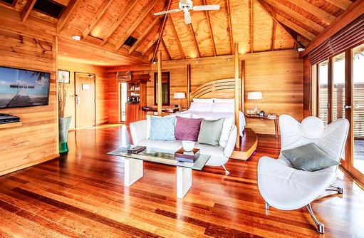 Superior Water Villa, Schlafzimmer, Conrad Maldives Rangali Island, Maldives