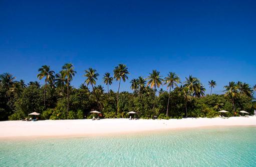 Blick auf den Strand vom Meer aus, Constance Halaveli Resort, Maldives