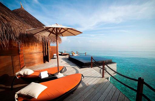 U Spa, Whirlpool, Sonnenliegen, Sonnenterrasse, Constance Halaveli Resort, Maldives