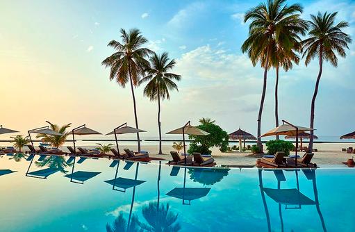 Pool bei Sonnenuntergang, Constance Halaveli Resort, Maldives