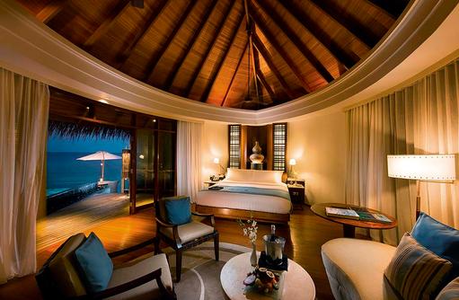 Water Villa, Schlafzimmer, Constance Halaveli Resort, Maldives