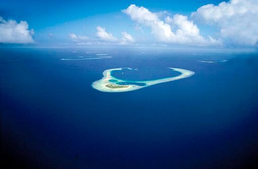 Blick auf die Insel aus dem Wasserflugzeug, Constance Halaveli Resort, Maldives