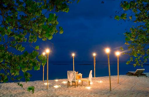 romantisches Dinner am Strand, Constance Moofushi Resort, Malediven