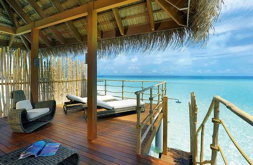 Senior Water Villa, Sonnendeck, Constance Moofushi Resort, Malediven