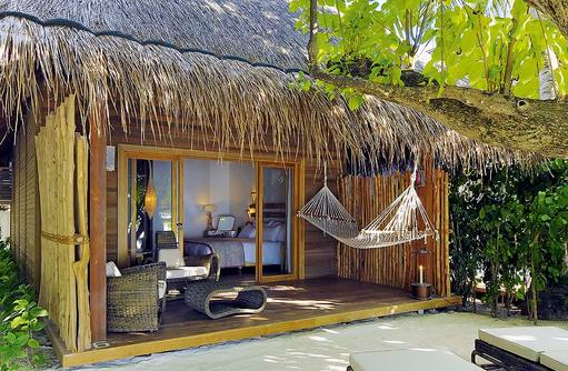 Beach Villa, Terrasse, Hängematte, Constance Moofushi Resort, Malediven