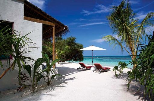 Deluxe Beach Villa, Außen, Terrasse, Liegen am Strand, Strandzugang, COOEE OBLU at Helengeli, Maldives