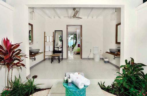 Deluxe Beach Villa, Blick von außen nach innen, COOEE OBLU at Helengeli, Maldives