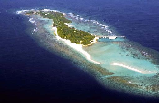 Luftansicht von oben auf die Insel COOEE OBLU at Helengeli, Maldives