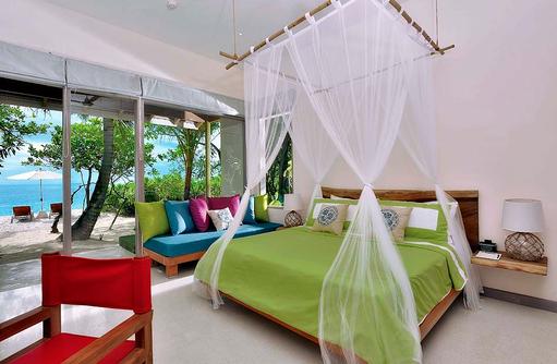 Deluxe Beach Villa, Schlafzimmer, Blick nach draußen, COOEE OBLU at Helengeli, Maldives