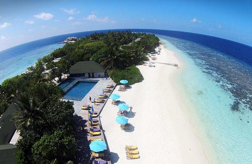 Pool und Strand von oben, COOEE OBLU at Helengeli, Maldives