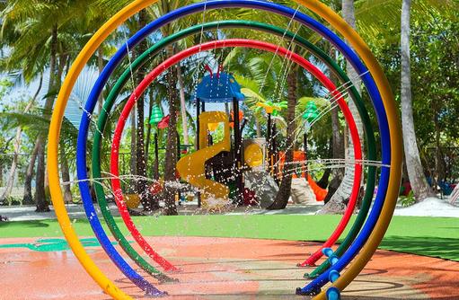Wasserspiele im Kids Club, Dhigali Maldives