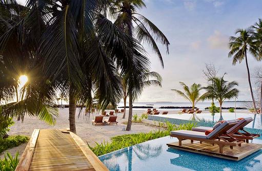 Pool bei Sonnenuntergang, Dhigali Maldives