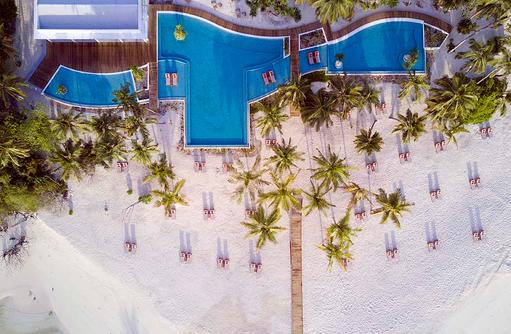 Vogelperspektive auf den Pool und Strand, Dhigali Maldives