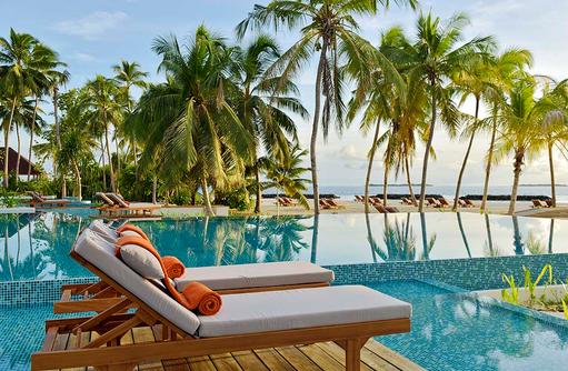 Liegen am Pool, Dhigali Maldives