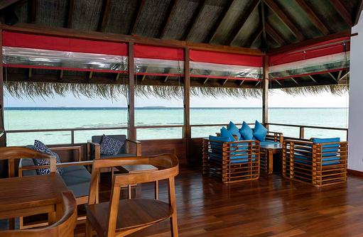 Gemütliche Ecken im Kakuni Recreation Center, Dhigufaru Island Resort